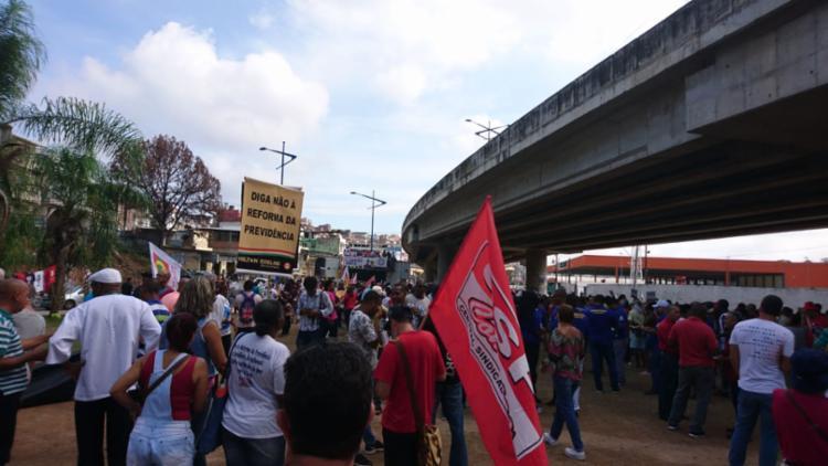Manifestantes fizeram uma caminhada sentido Iguatemi - Foto: Raul Aguilar | Ag. A TARDE