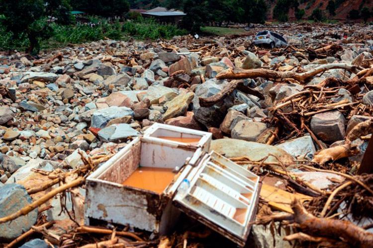 O ciclone Idai atingiu o centro de Moçambique na noite de quinta-feira, 14 - Foto: Auntony Zinyange | AFP