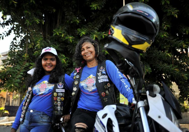 Mulheres seguiram de moto de Salvador até Lauro de Freitas - Foto: Felipe Iruatã | Ag. A TARDE