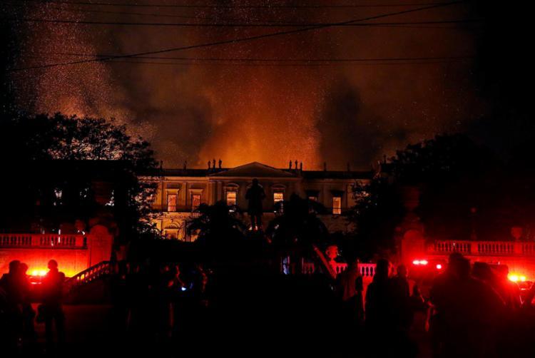 Os investigadores apuram se o local tinha condições mínimas de segurança - Foto: Tânia Rego | Agência Brasil