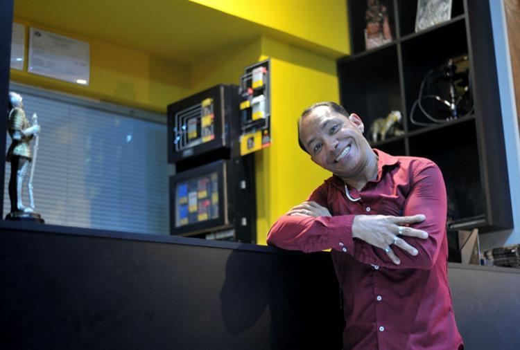 Ricardo é dono da creperia La Bouche, no 'beco' da extinta Off Club - Foto: Felipe Iruatã   Ag. A TARDE