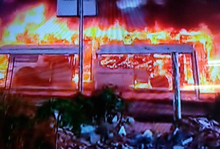 Ainda não se sabe o que teria causado as chamas - Foto: Reprodução | Tv Record Bahia