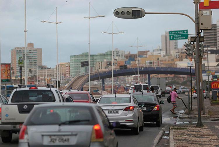 Donos dos veículos também podem parcelar o IPVA em três vezes - Foto: Raul Spinassé | Ag. A TARDE