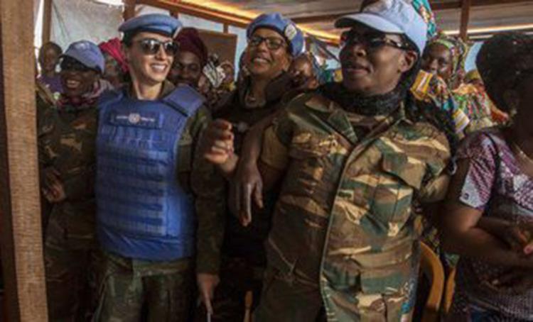 Oficial brasileira (esquerda) disse estar muito orgulhosa com a escolha - Foto: Minusca | Hervé Serefio