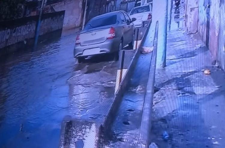 Calçada está alagada na manhã desta quarta - Foto: Reprodução | TV Record