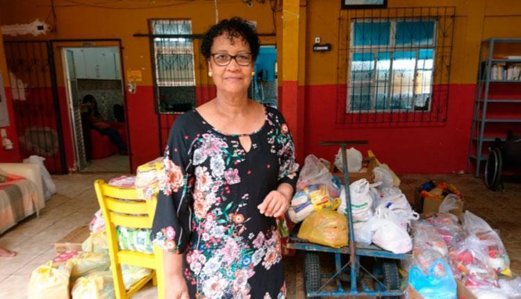 Vanda Luz, 62 anos, é a coordenadora do Asilo São Lázaro - Foto: Raul Aguilar | AG. A TARDE