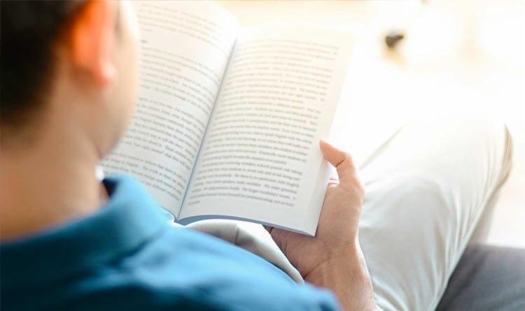 O acervo inicial é composto por mais de 500 livros de literatura frutos de doação de colaboradores - Foto: Reprodução