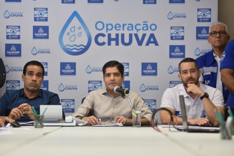 Prefeito ACM Neto, vic-prefeito Bruno Reis e o diretor-geral da Defesa Civil de Salvador (Codesal), Sosthenes Macedo - Foto: Valter Pontes | Secom