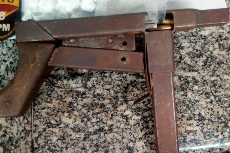 Submetralhadora artesanal foi encontrada com vítima - Foto: Divulgação | SSP-BA