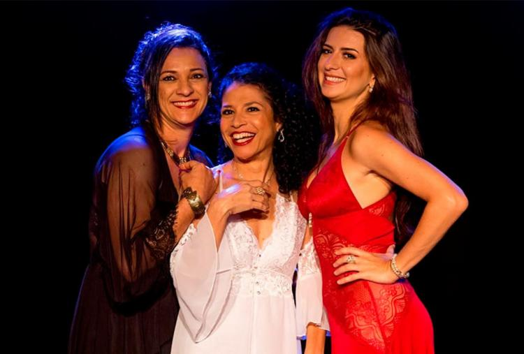 Cristiane Mendonça, Evelin Buchegger e Luisa Prosérpio vivem as três personagens do musical - Foto: Divulgação