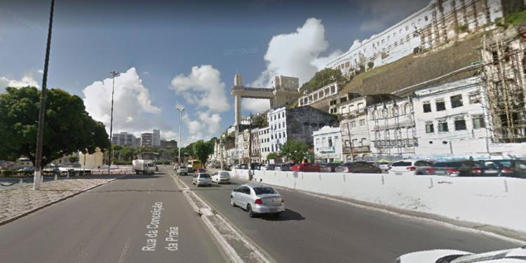 Motociclista se envolveu em acidente nas proximidades da Praça Visconde de Cairu - Foto: Reprodução | Google Street View