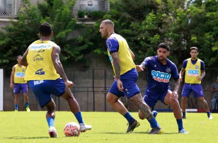 O atacante Fernandão participou normalmente do trabalho com bola no Fazendão - Foto: Marcelo Malaquias | EC Bahia