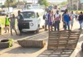 Grupo protesta em Simões Filho por melhorias em transporte | Foto: Reprodução | TV Bahia