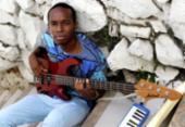 O multi-instrumentista baiano Felipe Guedes se prepara para lançar trabalho autoral | Foto: Adilton Venegeroles / Ag. A TARDE