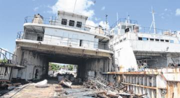 A empresa proprietária do Mont Serrat e do Ipuaçu iniciou ontem a operação para retirada das embarcações da Marina de Aratu - Luciano da Matta