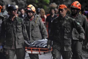 Número de mortos em desabamento de prédios no Rio sobe para 20 | Márcio Pimentel | AFP