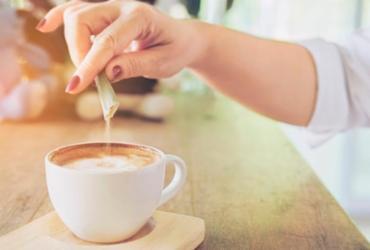 Substituir o açúcar por adoçante é uma boa ideia? | Divulgação | Freepik