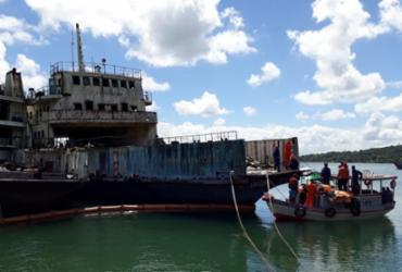 Atracado na Marina Aratu, ferry Mont Serrat passa por envelopamento   Luan Borges   Ag. A TARDE