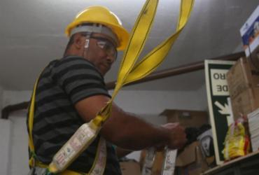 Condomínio precisa oferecer EPIs para funcionários | Joá Souza l Ag. A TARDE