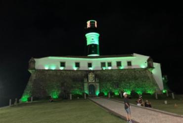 Farol da Barra recebe iluminação especial em alusão ao abril verde   Divulgação   Sinait-DS/BA