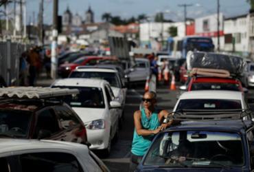 Motoristas enfrentam fila de até 1h30 para embarcarem no ferryboat   Raul Spinassé   Ag. A TARDE