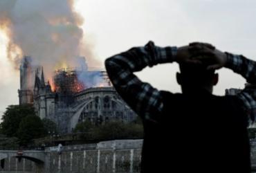 Promotores iniciam investigação sobre causas do incêndio em Notre-Dame | Geoffroy Van Der Hasselt | AFP