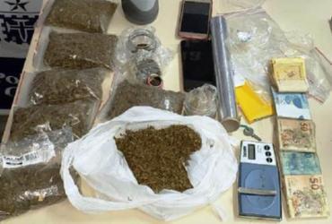 Homem é preso em flagrante vendendo drogas próximo à escola   Divulgação   Polícia Civil