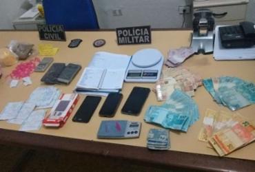Operação policial apreende drogas e mais de R$ 12 mil em Olindina   Divulgação   SSP-BA