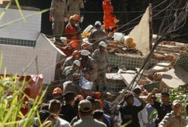 Bombeiros resgataram mais um corpo nos escombros de prédios que desabaram no Rio |