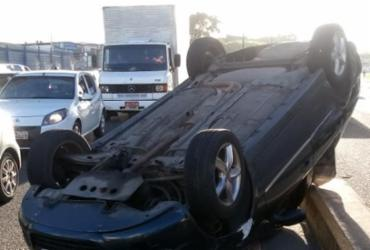 Suspeito é preso após capotar carro roubado em Salvador | Divulgação | SSP-BA