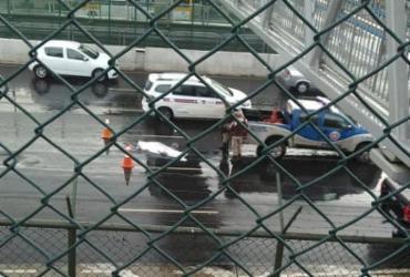 Pedestre morre após cair de passarela   Cidadão Repórter   Via WhatsApp
