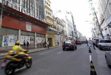 Tráfego de veículos e linhas de ônibus são alterados na rua Chile | Adilton Venegeroles | Ag. A TARDE