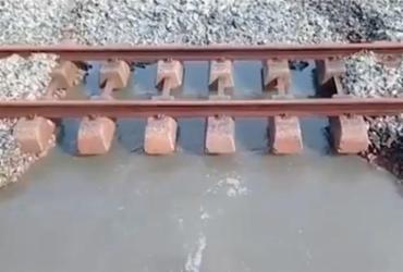 Trens do subúrbio param parcialmente após vazamento nos trilhos   Reprodução   TV Bahia