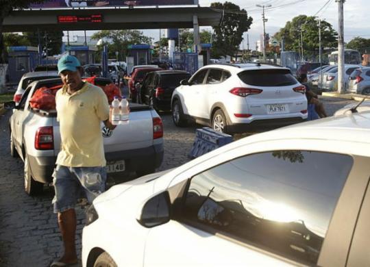 Motoristas e pedestres enfrentam filas de até 2h30 no ferryboat | Uendel Galter | Ag. A TARDE