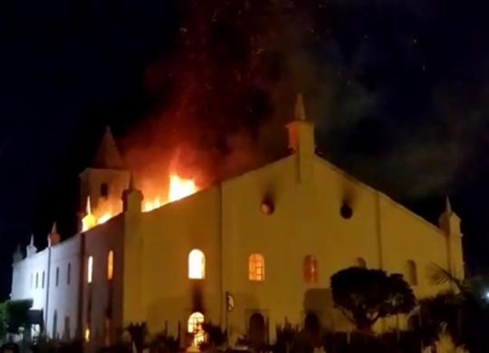 Igreja Matriz de Monte Santo é atingida por incêndio | Reprodução | Sertão em pauta