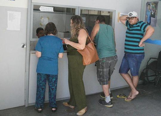 Filas no INSS dificultam obtenção de benefícios | Luciano da Matta | Ag. A TARDE