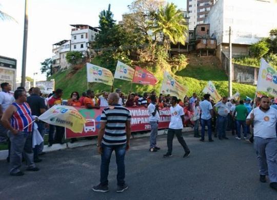 Rodoviários de Salvador protestam contra reajuste oferecido por empresas | Raul Aguilar