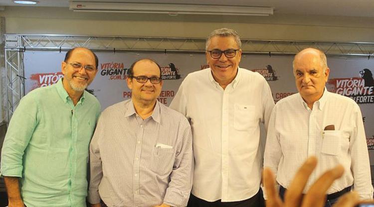 Paulo Carneiro (2º da dir. à esq.) conta com o apoio de Alexi Portela (1º) e Manoel Matos (4º) (Foto: Alex Bittencourt | Divulgação)