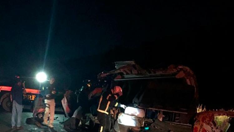 Corpo de Bombeiros e Polícia Rodoviária Federal foram acionados para a ocorrência - Foto: Reprodução | Blog do Braga