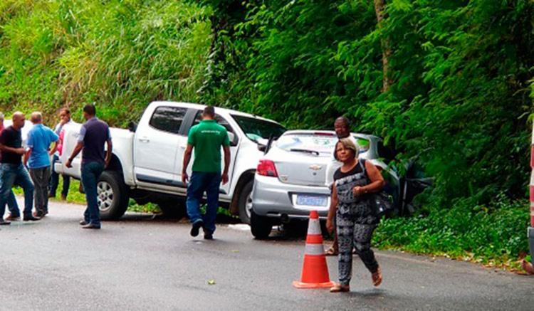 Veículos colidiram frontalmente em trecho das cidades de Ibirataia e Ipiau - Foto: Reprodução | Blog Giro Ipiaú