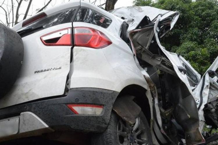 Duas das vítimas que estavam no carro morreram no local do acidente - Foto: Reprodução | O Vigilante