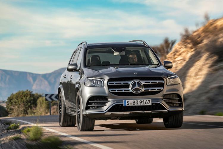 O SUV de sete lugares, o maior da marca, recebe nova identidade visual em sua terceira geração, que está 7 cm mais longa