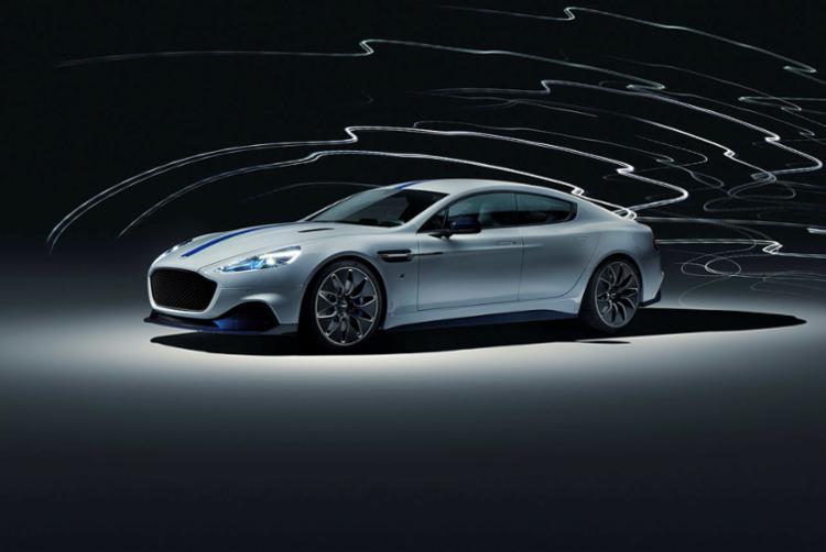 O primeiro modelo da marca totalmente elétrico possui dois motores, um para cada roda traseira, sua potência supera os 600 cavalos e tem estimada autonomia de 320 quilômetros