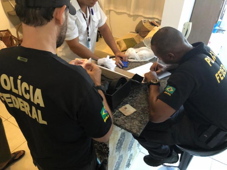 A ação policial possui 76 agentes federais que cumprem 27 mandados de busca e apreensão - Foto: Divulgação | Polícia Federal
