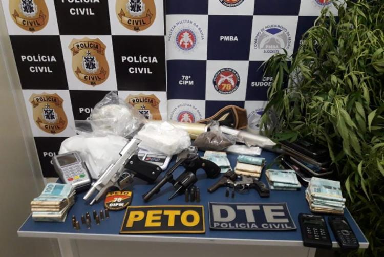 Trio foi autuado por tráfico de drogas, associação criminosa e porte ilegal de arma de fogo - Foto: Divulgação | SSP-BA
