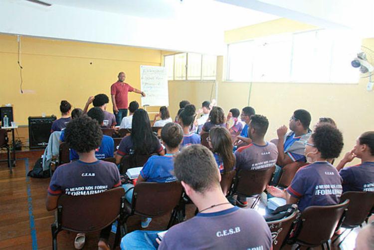 Convocados serão alocados os municípios de 27 Núcleos Territoriais de Educação - Foto: Tiago Caldas | Ag. A TARDE