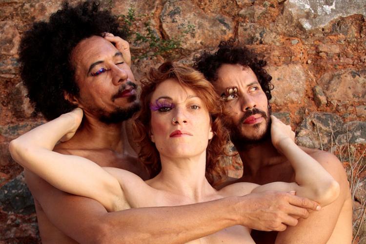 Fabio Vidal, Clara Garcia Espada e Claudio Machado fazem parte do grupo de artistas que formam o elenco do espetáculo - Foto: Alessandra Nohvais   Divulgação