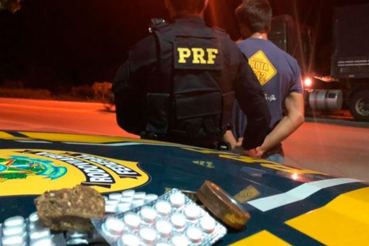 Flagrante ocorreu durante fiscalização, após denúncia que um condutor dirigia perigosamente - Foto: Divulgação | PRF