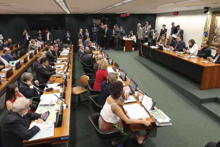 Proposta foi aprovada na CCJ por 48 votos a favor e 18 contra - Foto: Fabio Rodrigues Pozzebom l Agência Brasil