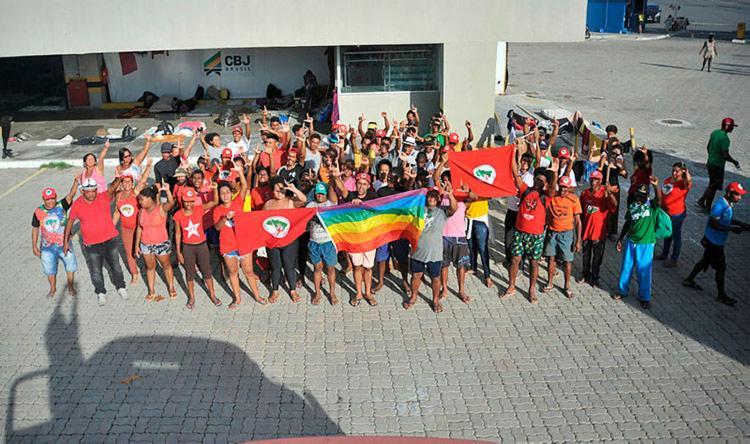 Neste sábado, 13, os manifestantes deixam o Centro Pan-Americano de Judô e seguem em marcha até o Parque de Exposição de Salvador - Foto: Felipe Iruatã | Ag. A TARDE